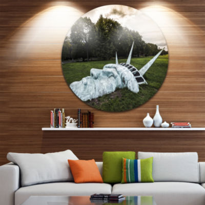 Designart Statue of Liberty Landscape PhotographyCircle Metal Wall Art