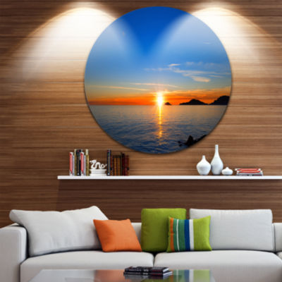 Designart Bright Sunset in Gulf of La Spezia Seascape Circle Metal Wall Art