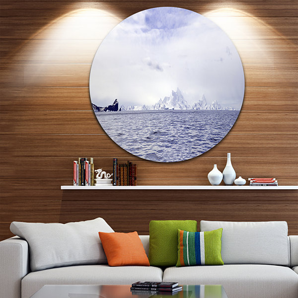 Designart Antarctic Sea with Icebergs Seascape Circle Metal Wall Art
