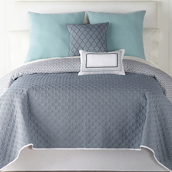 JCPenney Home Ajanta Quilt, Color: Navy White