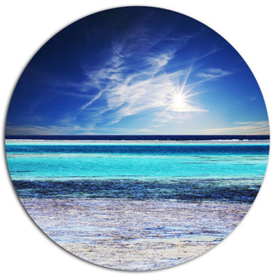 Designart Crystal Clear Sea under Sunlight Seashore Metal Circle Wall Art