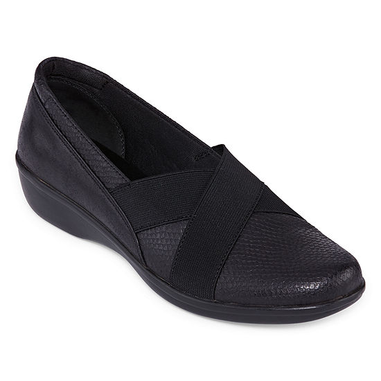 Yuu Womens Darling Slip-On Shoe Round Toe-Wide Width