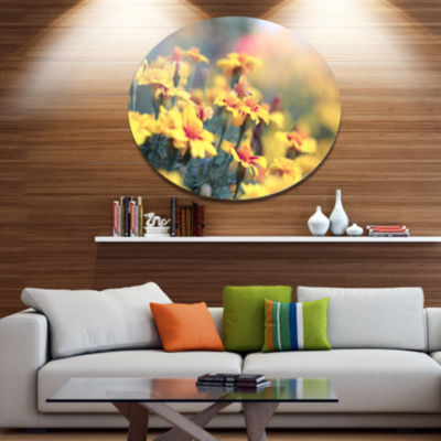 Design Art Pale Yellow Marigold Flowers Disc Floral Circle Metal Wall Decor
