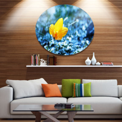 Design Art Solitary Yellow Flower on Blue Disc Floral Circle Metal Wall Decor
