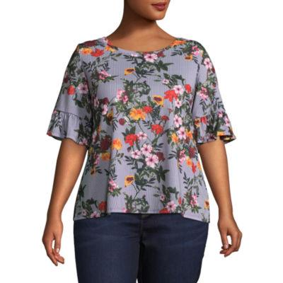 Boutique + Short Sleeve Scoop Neck Floral Blouse - Plus