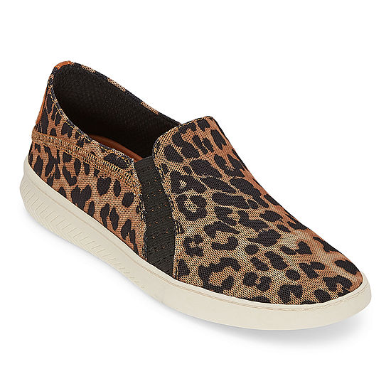 Yuu Womens Yearwood Slip-On Shoe Round Toe
