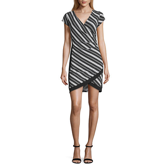 Almost Famous-Juniors Short Sleeve Striped Bodycon Dress
