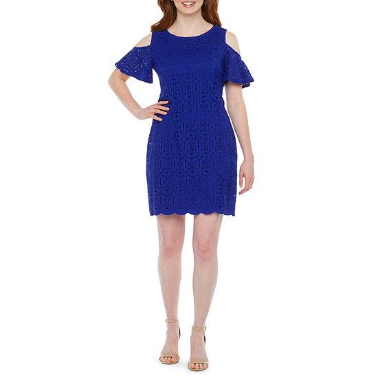 Ronni Nicole-Petite Short Sleeve Cold Shoulder Medallion Lace Sheath Dress