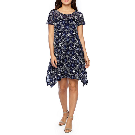 Robbie Bee Short Sleeve Floral Lace Trapeze Dress-Petite
