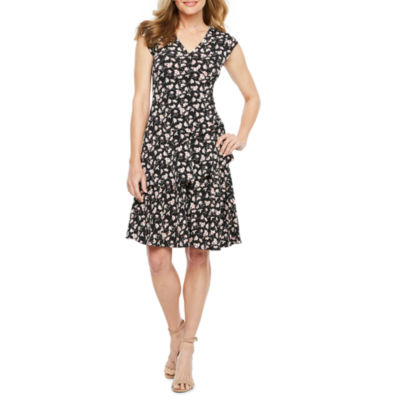 Robbie Bee Short Sleeve Floral Wrap Dress