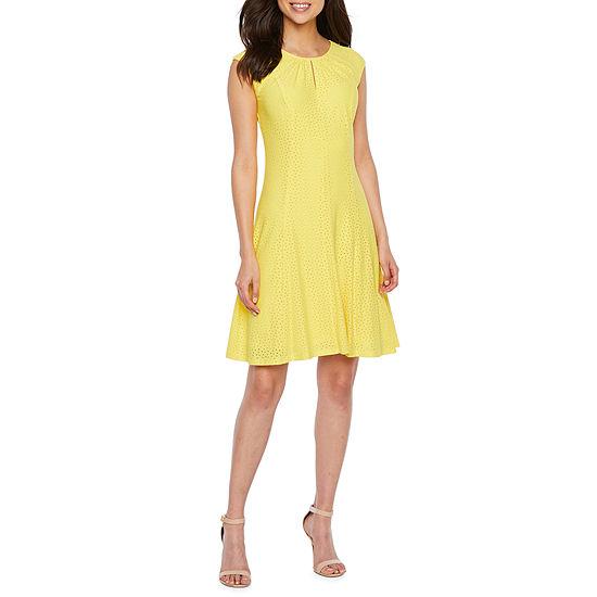 London Style Short Sleeve Polka Dot Fit & Flare Dress