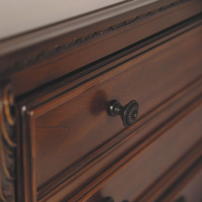 Signature Design by Ashley® Leahlyn 5-Drawer Chest