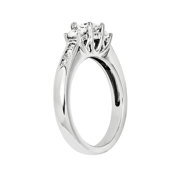 7/8 CT. T.W. Diamond 14K White Gold 3-Stone Ring