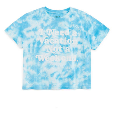 """Need a Vacation"" Cropped Tee - Juniors Plus"