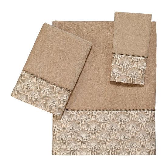Avanti Deco Shell Rattan Embellished Bordered Bath Towel