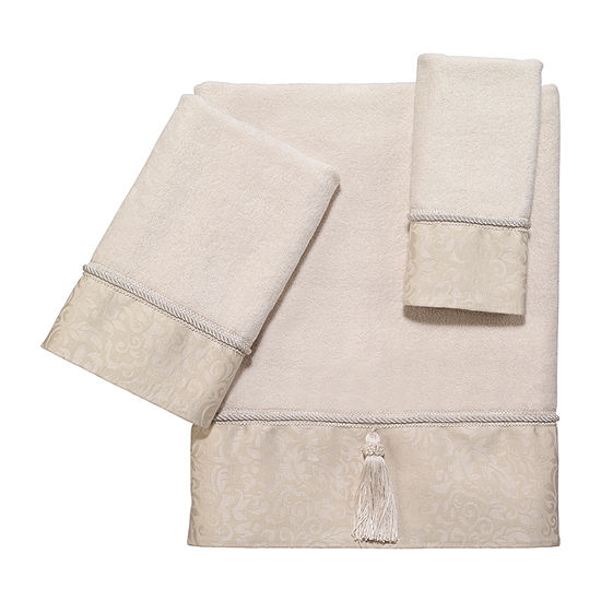 Avanti Manor Hill Ivory Embroidered Bordered Bath Towel