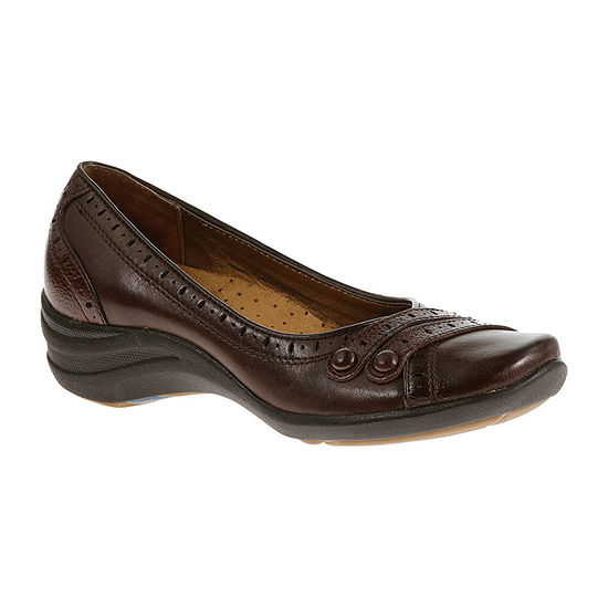 Hush Puppies Womens Burlesque Slip-On Shoe Closed Toe-Extra Wide Width