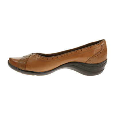 Hush Puppies Womens Burlesque Slip-On Shoe Closed Toe-Wide Width