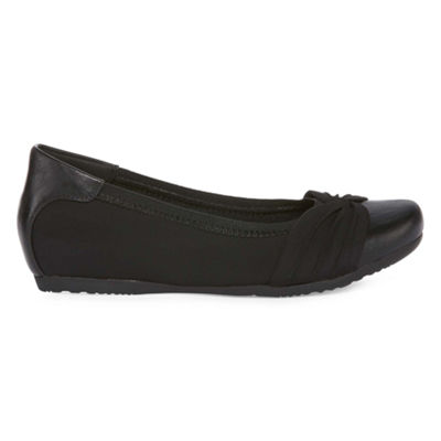 Yuu Womens Marcel Slip-On Shoe Closed Toe