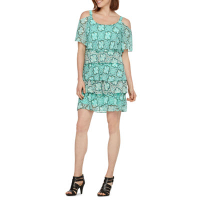 Robbie Bee Short Sleeve Medallion Shift Dress