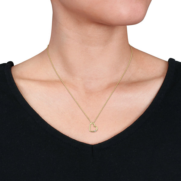Womens Diamond Accent White Diamond 10K Gold Pendant Necklace