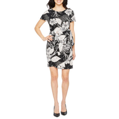 Robbie Bee Short Sleeve Floral Wrap Dress