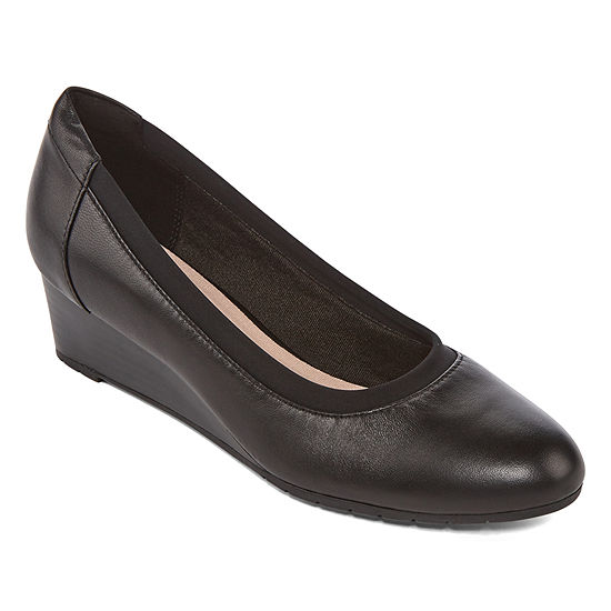 Clarks Womens Mallory Berry Closed Toe Slip-On Shoe