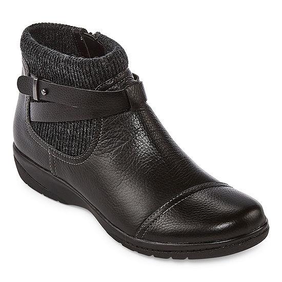 Clarks Womens Cheyn Kisha Booties Flat Heel