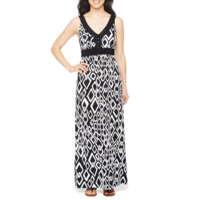 Ronni Nicole Sleeveless Embellished Diamond Maxi Dress