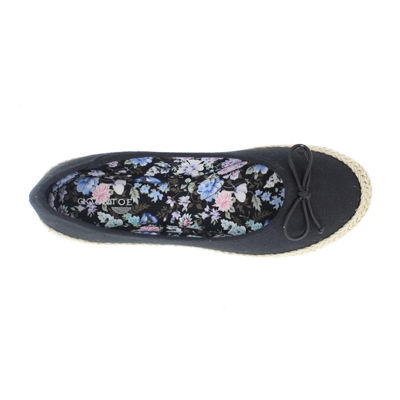 Gold Toe Womens Daisy Slip-On Shoe Closed Toe