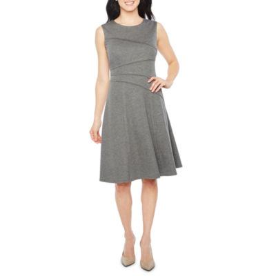 London Style Sleeveless Fit & Flare Dress