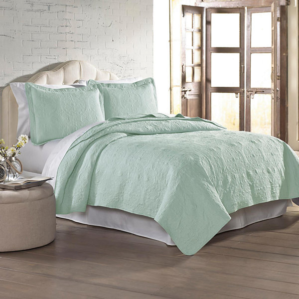 Pacific Coast Textiles Amrapur Solid Quilt Set
