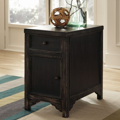 Signature Design by Ashley® Gavelston Chairside Table