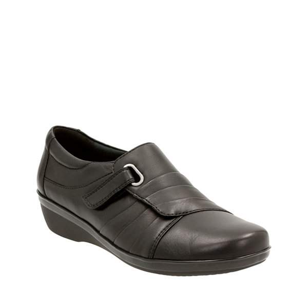 Clarks Everlay Luna Leather Womens SlipOn Shoes