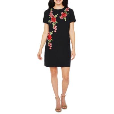 R & K Originals Short Sleeve Floral Applique Sheath Dress