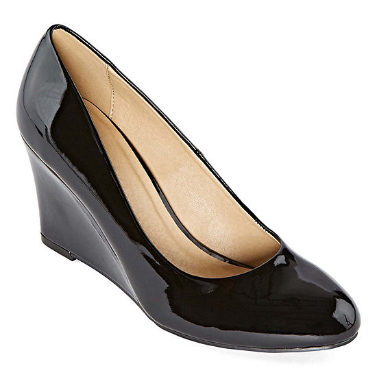 CL by Laundry Womens Lilani Closed Toe Wedge Heel Pumps
