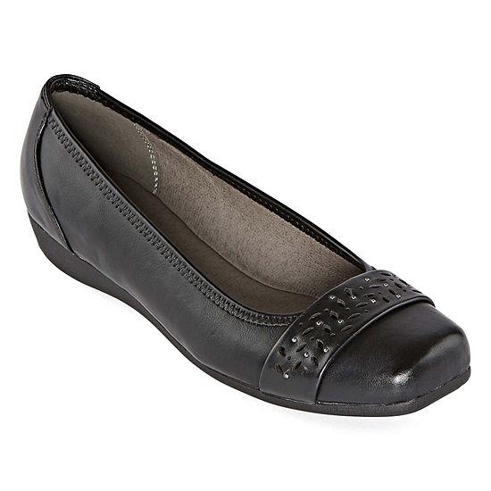 Yuu Womens Eberly Slip-On Shoe