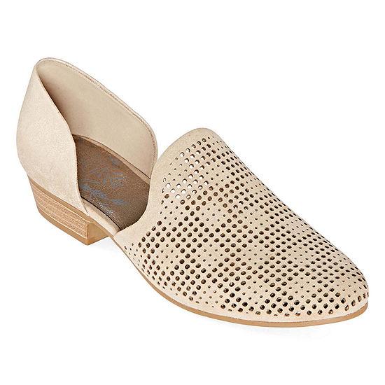 Royu Womens Kinsley Round Toe Slip-On Shoe
