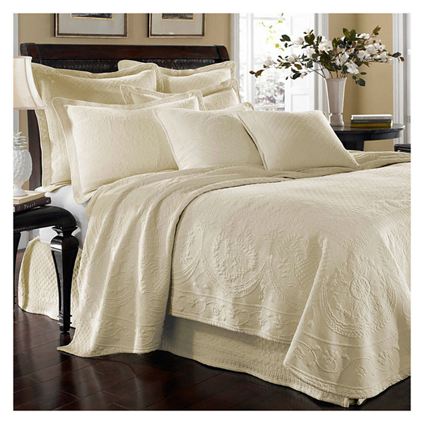 Delightful Historic Charleston Collection™ King Charles Matelassé Coverlet