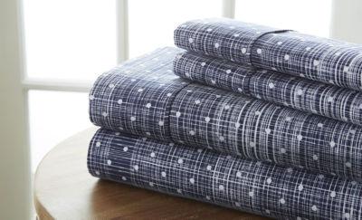 Casual Comfort™ Premium Ultra Soft Polka Dot Pattern Microfiber Wrinkle Free Sheet Set