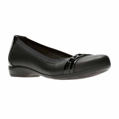 Clarks Kinzie Light Leather Womens Slip-On Shoes