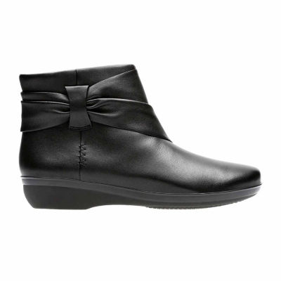Clarks Everlay Mandy Womens Leather Bootie