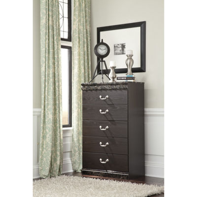 Signature Design by Ashley® Vachel 5-Drawer Chest