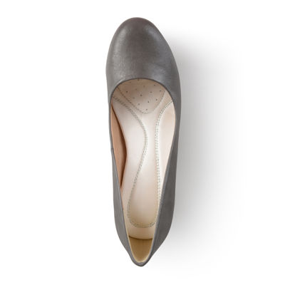 Journee Collection Luu Round Toe Pumps