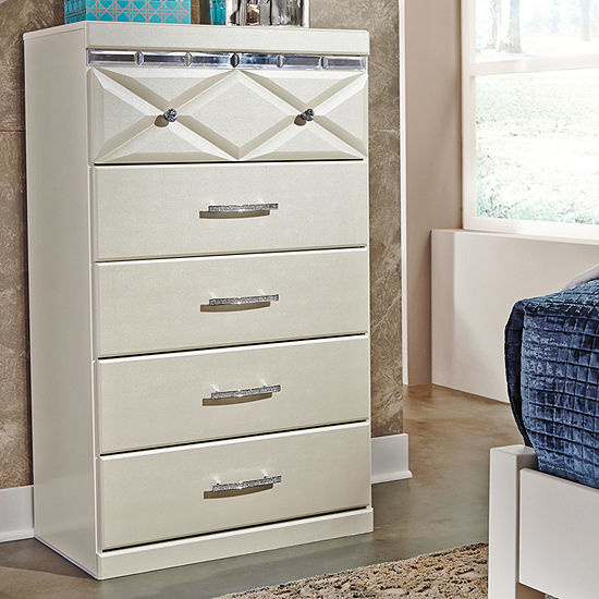 Signature Design By Ashley Dreamur 5 Drawer Chest