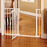 North States Arched Auto-Close Gate With Easy-Step Play Yard