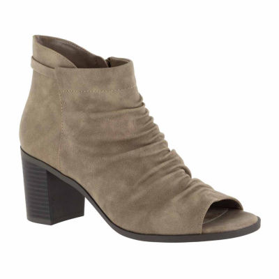 Easy Street Sansa Womens Slip-On Shoes