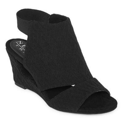New York Transit Valiant Effort Womens Wedge Sandals