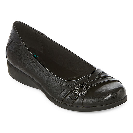 Yuu Womens Germaine Slip-On Shoe Round Toe-Wide Width