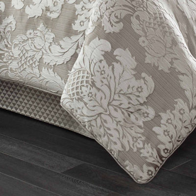 Five Queens Court Carly 4-pc. Damask + Scroll Midweight Comforter Set